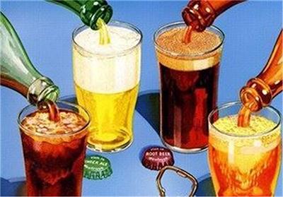 نوشیدنی های گاز دار و الکلی باعث ایجاد نفخ و بزرگی شکم می شوند
