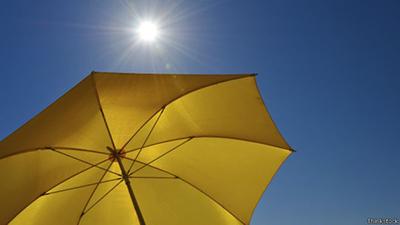 خورشید از خود اشعه های ماوراء بنفش ساطع می کند