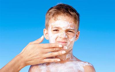 اشعه های آفتاب می تواند آسیب های شدید به پوست ما بزند
