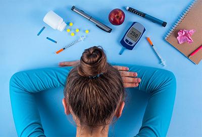 همه افراد مبتلا به دیابت باید حداقل سالی یکبار به چشم پزشک مراجعه کنند .