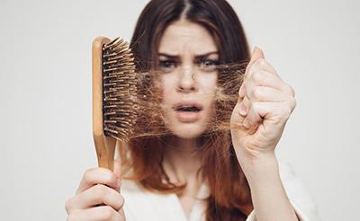 ریزش شدید مو باید کنترل شده و درمان گردد