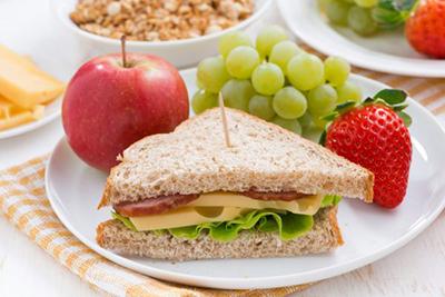 میوه ها بهترین میان وعده برای کودکان است .