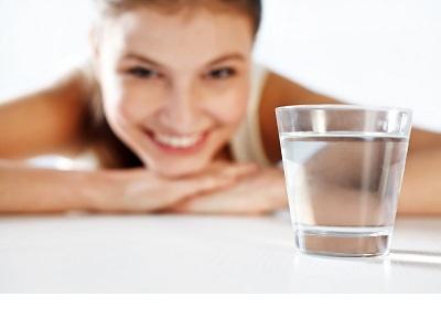 برای جلوگیری از خشکی دهان مایعات مصرف کنید